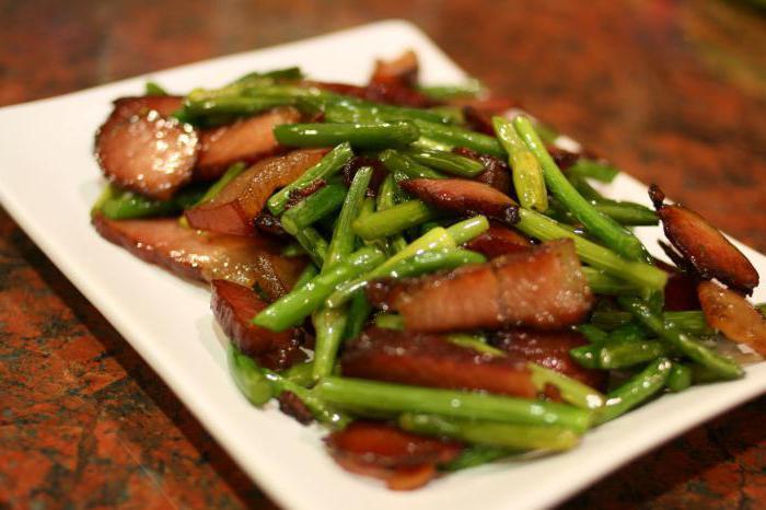 Мясо с побегами чеснока по-китайски