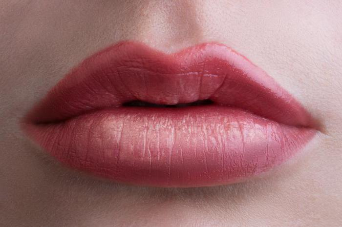 lip contour tattoo