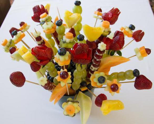 how to make a bouquet of fruit