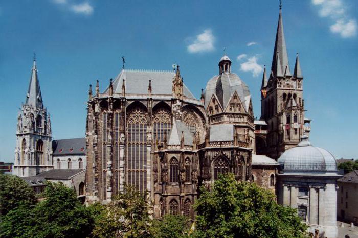 beginning of the Carolingian dynasty date