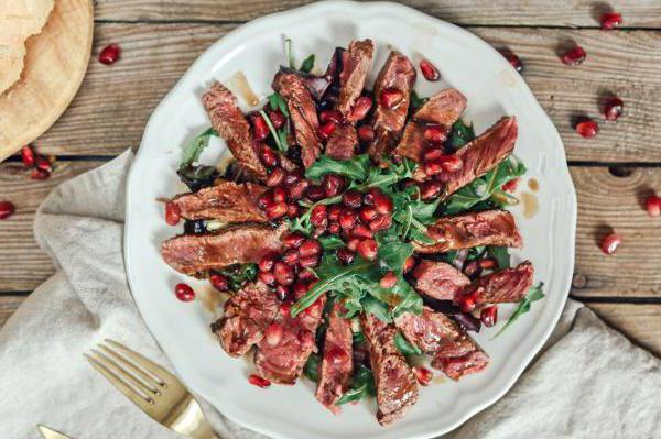 salad with beef pomegranate and walnut