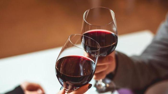 Что сочетается с красным вином
