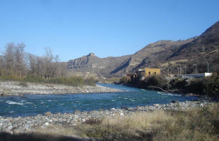 название реки которая впадает в азовское море