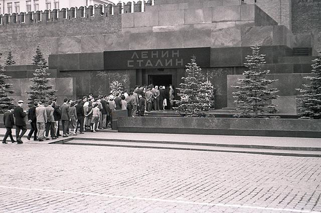 why Stalin was removed from the mausoleum