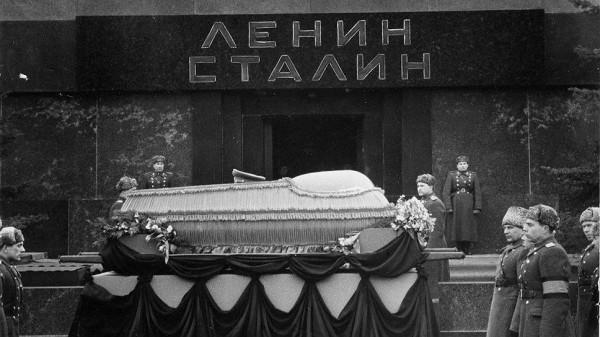 when Stalin was taken out of the mausoleum date