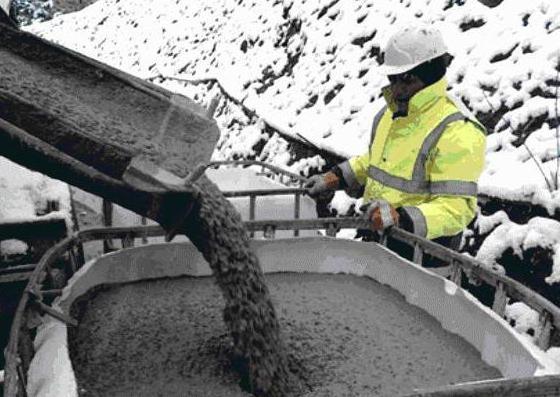 при какой температуре можно заливать бетон осенью