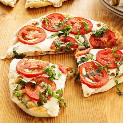 pizza with mozzarella and tomatoes recipe