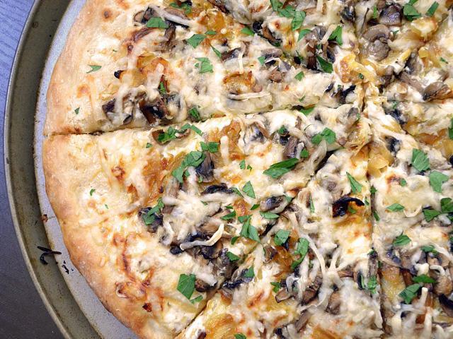 pizza with mozzarella recipe at home