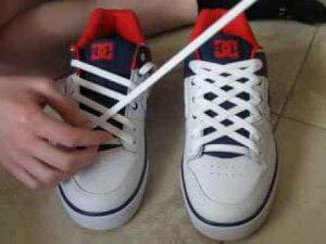 how to tie shoelaces so that they are not untied