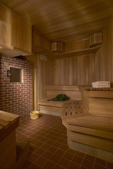 What is the difference between the Russian bath and the Finnish sauna?