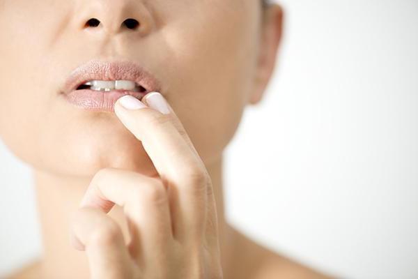 чем мазать простуду на губах при беременности