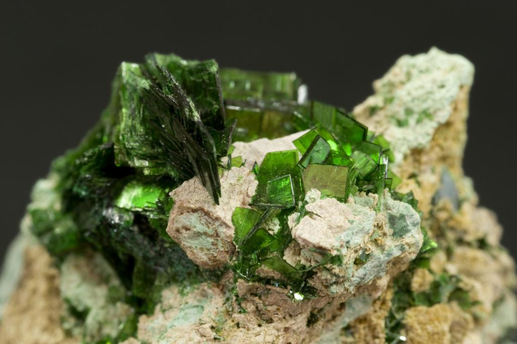 classification of minerals their physical properties
