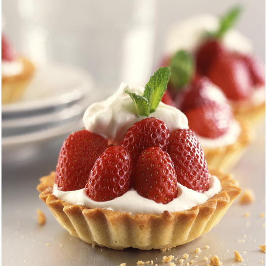 tartlet with fruit and cream
