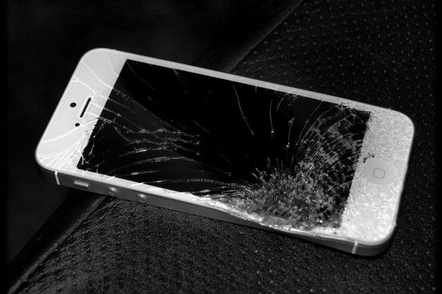 Разбитый дисплей iPhone