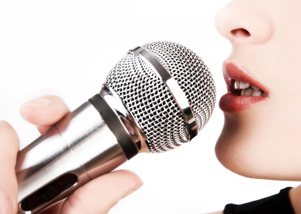 причина осиплости голоса – пение