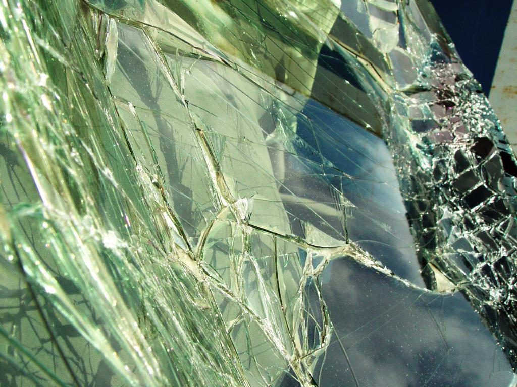 dream book interpretation broken glass