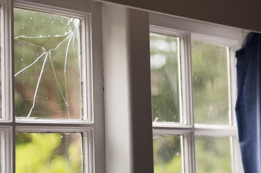 dream book break glass in a dream
