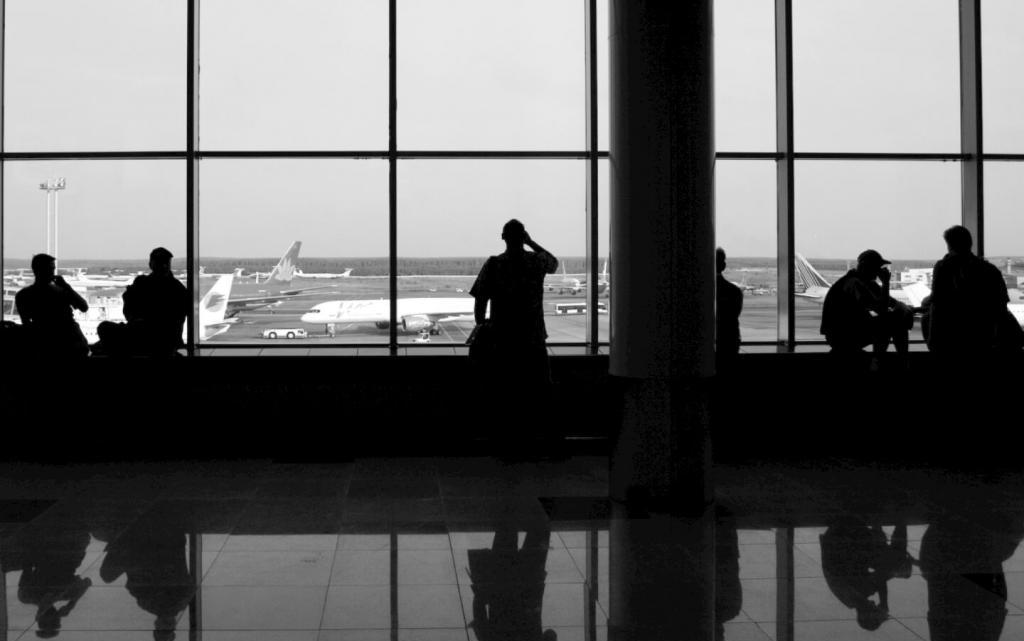 The airport and the people, the problems of population outflow.