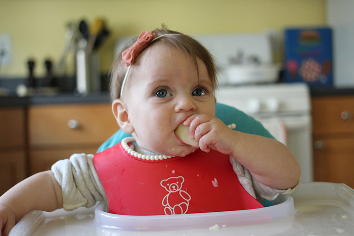 what should a baby be able to do at 8 months