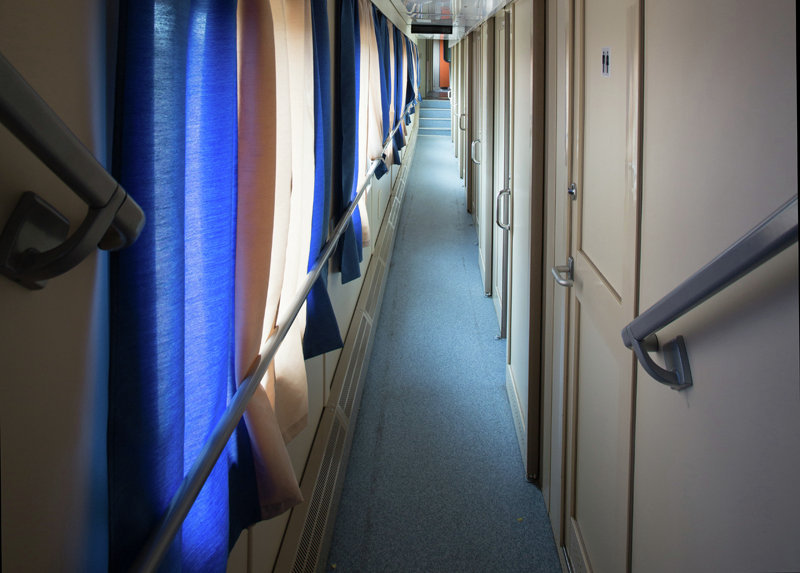 The central passage in the compartment car of the Russian train