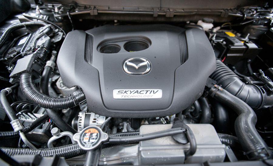 Двигатель на автомобиль Mazda