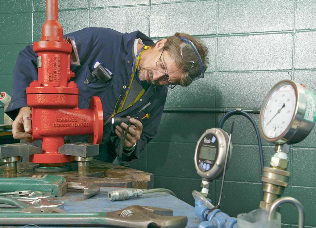 Safety valve adjustment