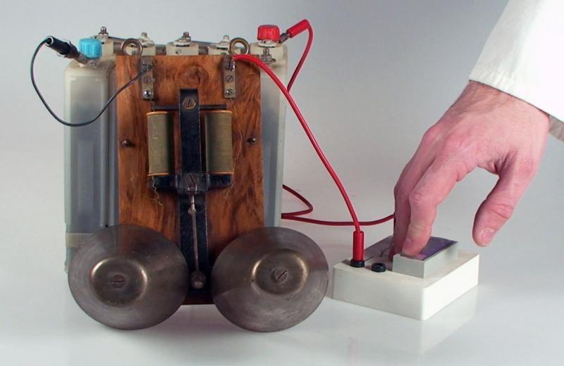 поле электромагнита