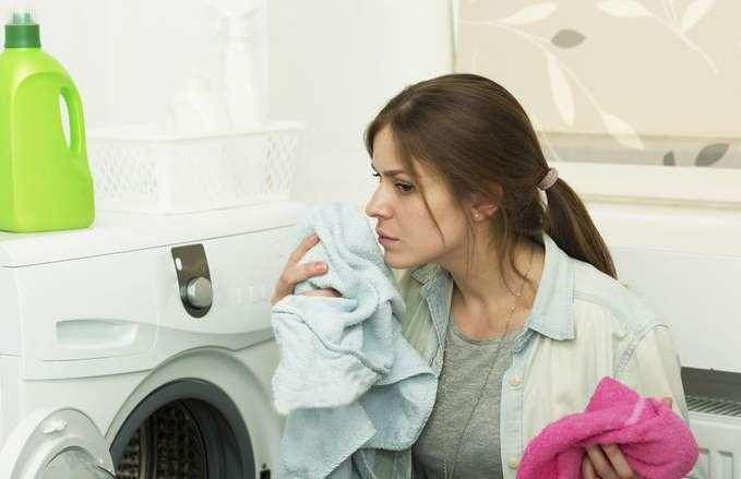 почему в стиральной машинке неприятный запах