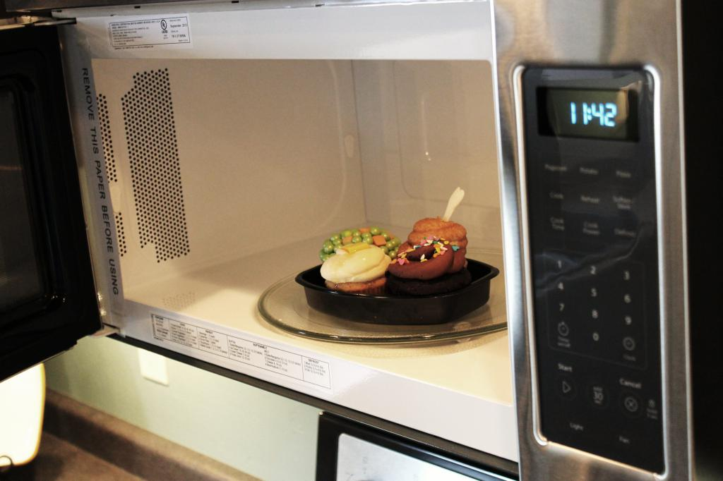 Cooking cupcakes in the microwave