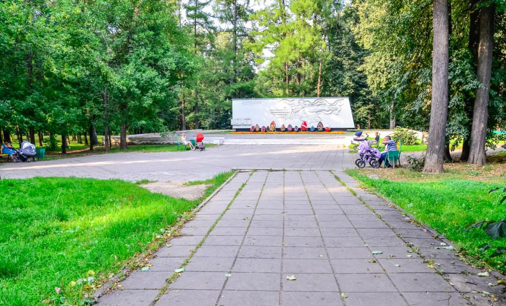 Monument in Grachevsky Park