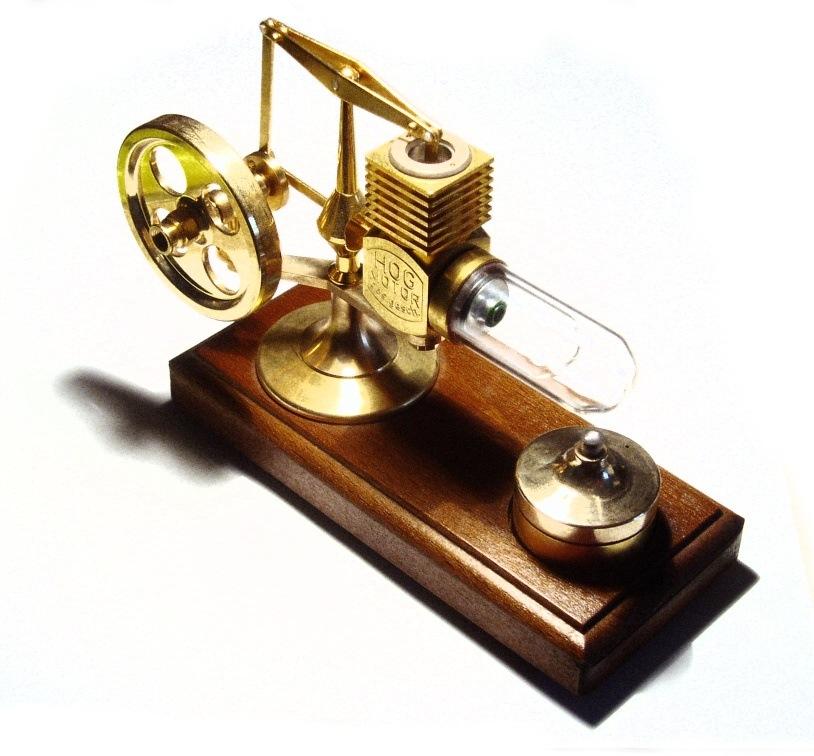 Первые модели двигателя