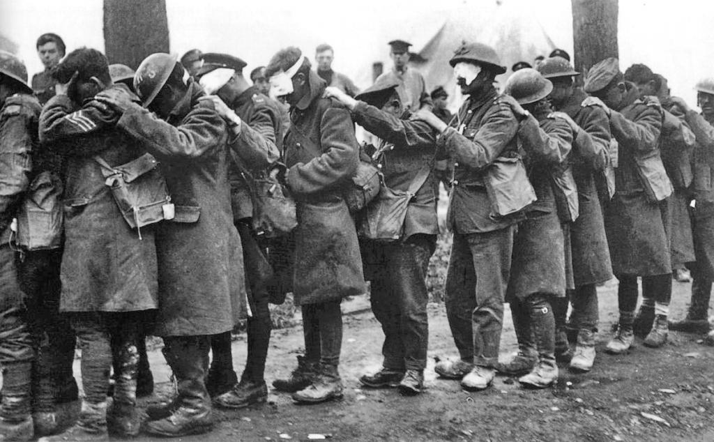 soldiers with affected organs after a gas attack