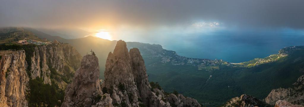 """Mountain """"Ai-Petri"""" at dawn"""