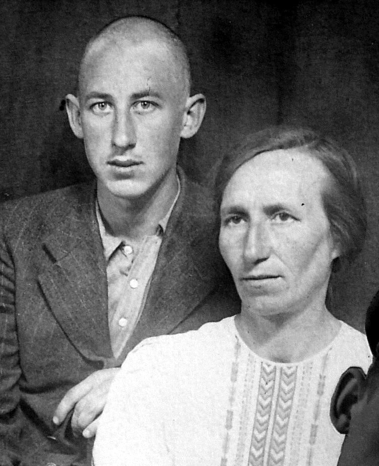 Владимир Басов с матерью
