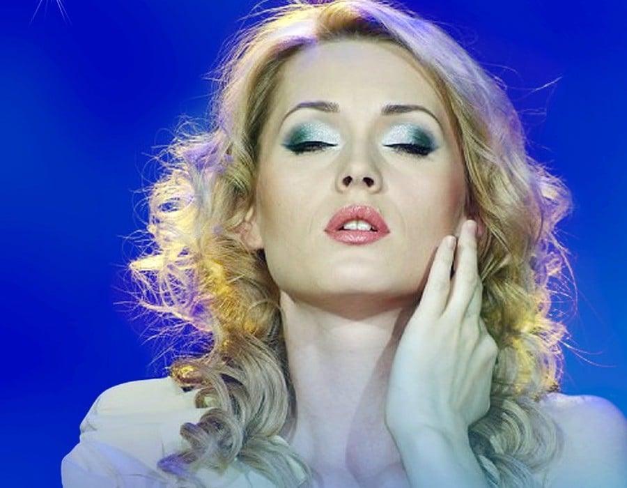 Aida Nikolaichuk sings