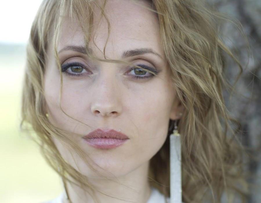 Aida Nikolaichuk biography