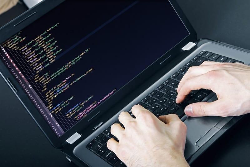 IT-специалист в процессе написания