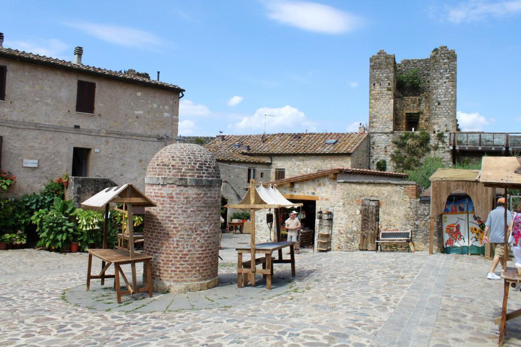 Monteriggioni Streets