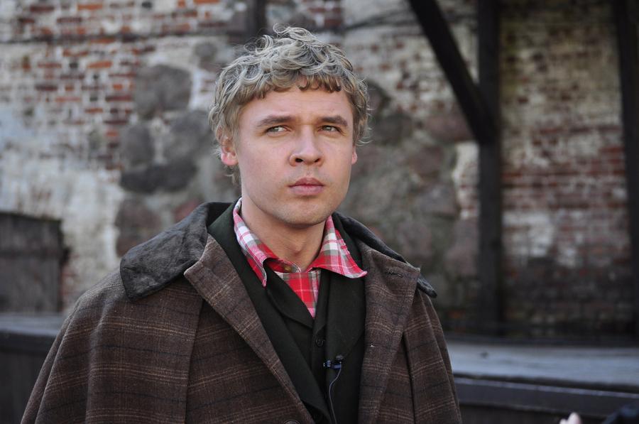 """Александр Голубев. Кадр из сериала """"Шерлок Холмс"""""""