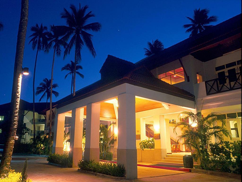 Amora Beach Resort (Phuket)