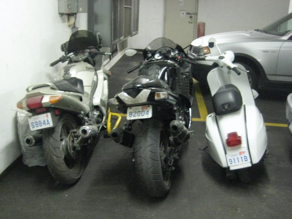 Kawasaki ZZR 250 in the garage