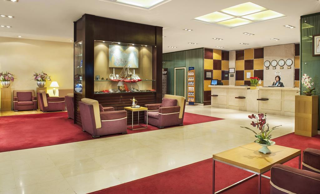 Hall of the Hotel Golden Tulip Sharjah 4 * in the UAE