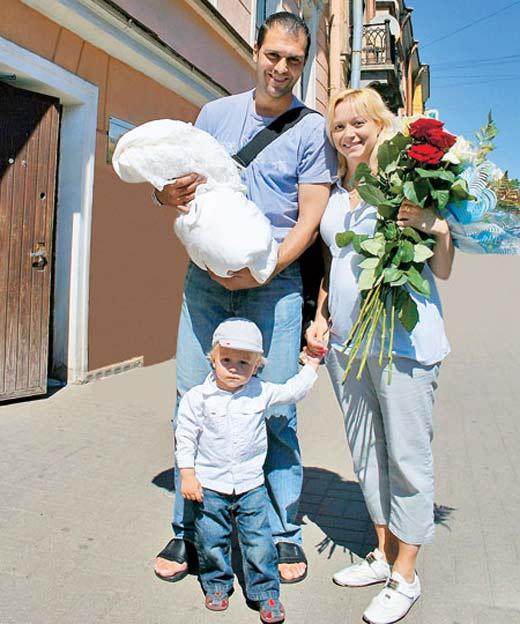 Elena Berezhnaya with her husband and children
