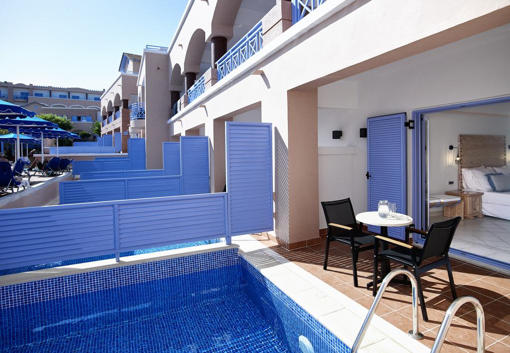 Room with private pool in Mitsis Rodos Village 4 *