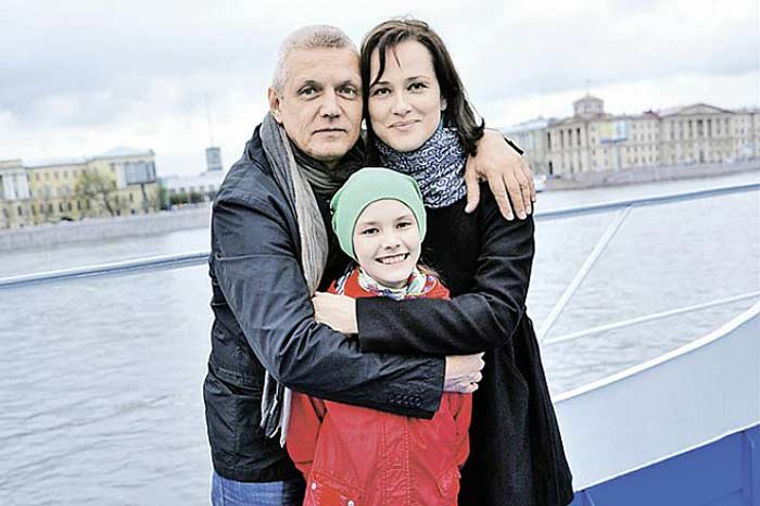 Alexander Galibin with his wife and daughter