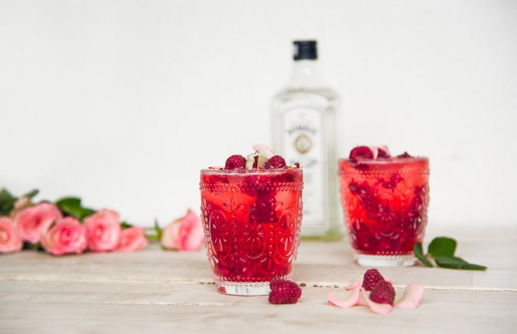 raspberry gin and tonic
