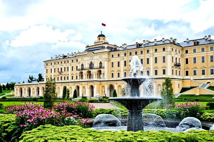 фонтаны на территории дворца