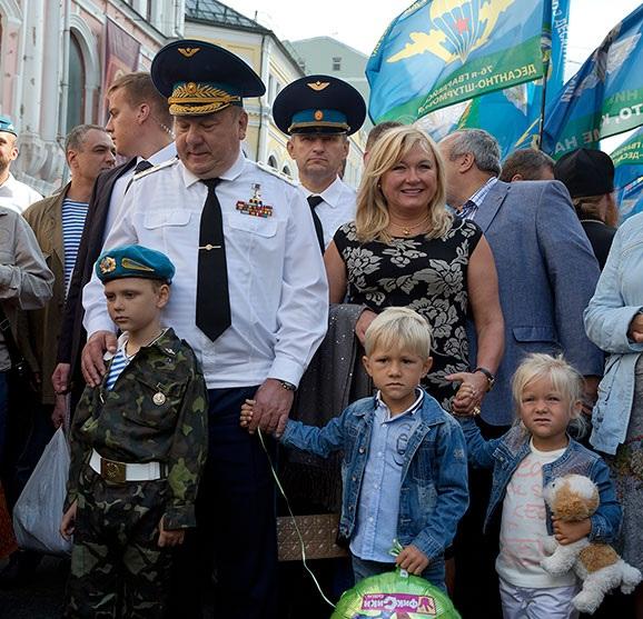 General Shamanov with grandchildren