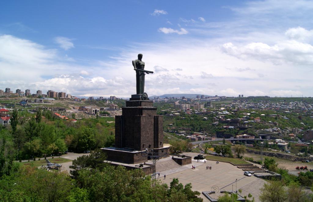 памятники армении фото внутреннего