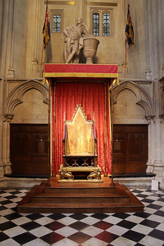 Коронационное кресло в Вестминстерском аббатстве